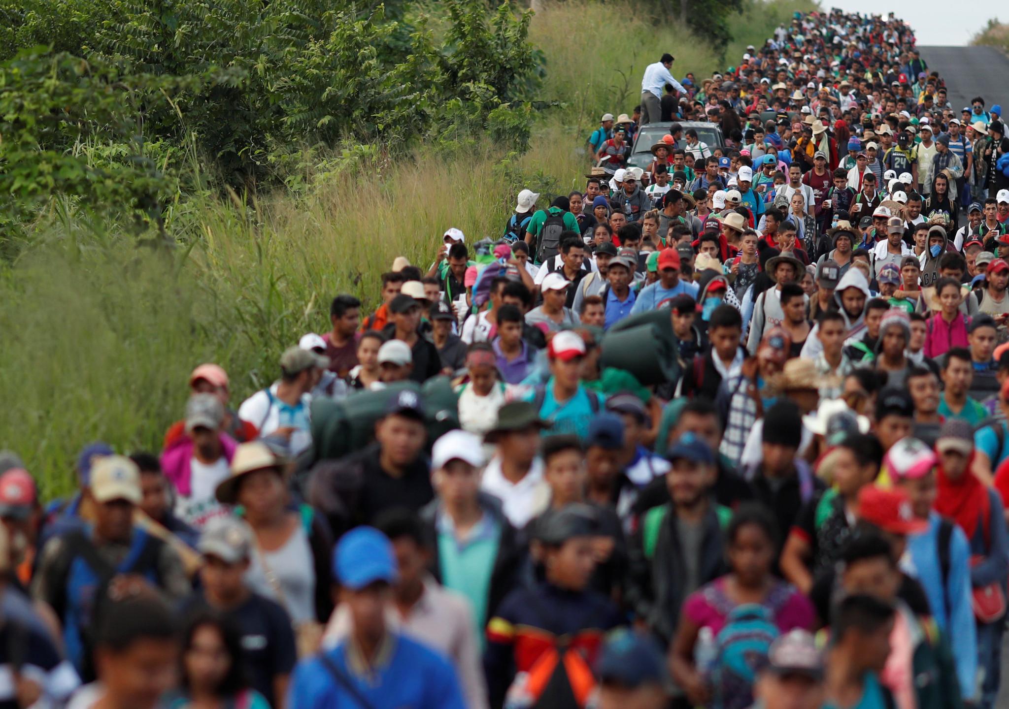 Los inmigrantes llegan por miles atravesando México
